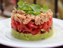 Салат с тунцом и авокадо - рецепт
