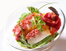 Как приготовить салат с осьминогом - рецепт