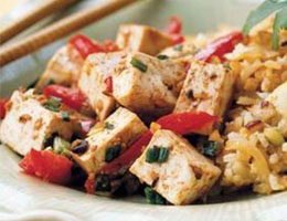 Вегетарианский рис с добавлением тофу