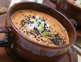 Лососевый суп приправленный кунжутом